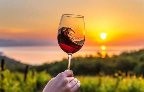 生活就像一杯酒