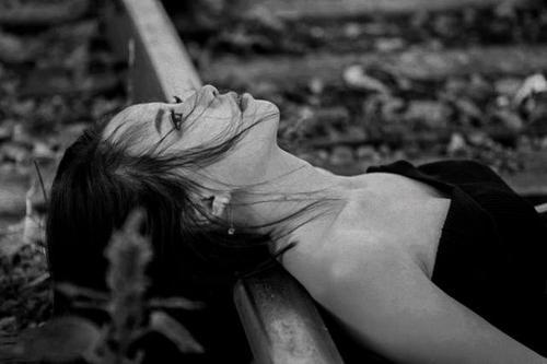 人们在得知自己已经变黑后经常感到心痛