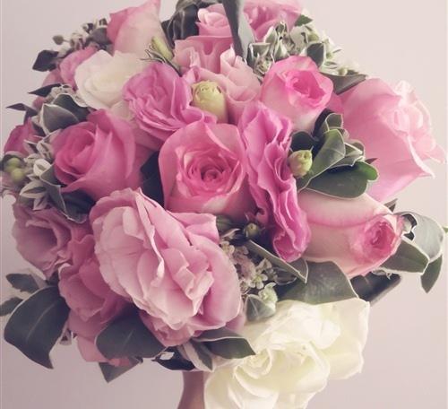 在婚礼上收到一束鲜花