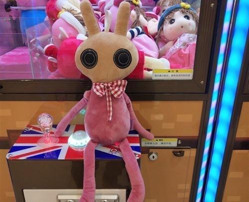 许多人喜欢捉洋娃娃