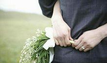 表达爱情的句子大全:爱情埋在心灵深处,并不是住在双唇之间