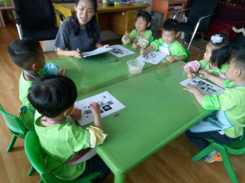 王芳:当我在大学里和一个幼儿园结婚时,我很幸运嫁给了同龄的你